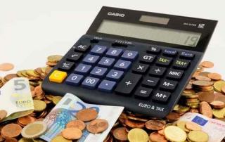 Taschenrechner mit Euro Münzen